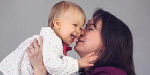 pszichológus édesanya babájával